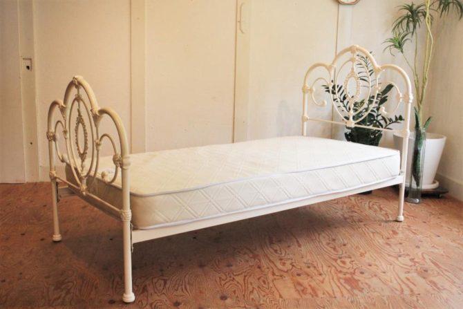 ローラアシュレイ ベッド