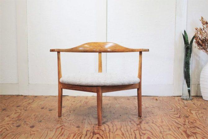 モノモノ あぐらをかける男の椅子