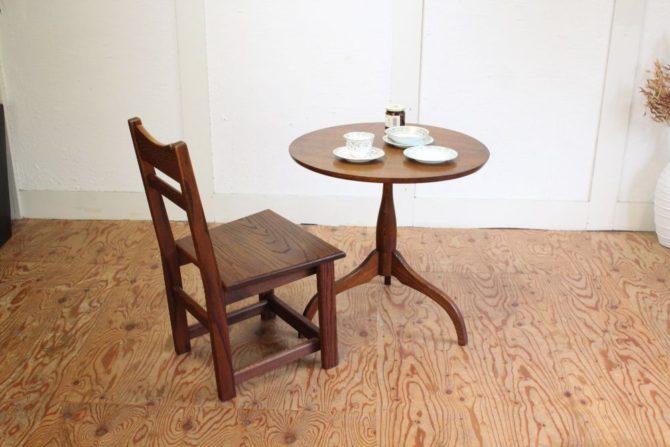 無垢材のテーブル チェア
