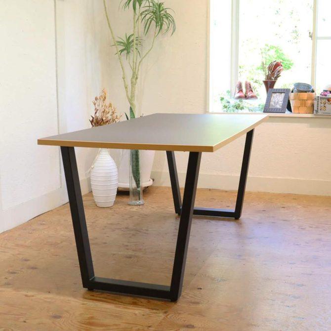 かなでもの KANADEMONO テーブル